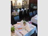 Restaurant hlavní místnost s vinotékou